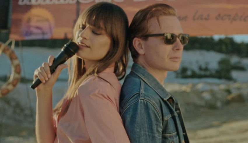 "Clara Luciani et Alex Kapranos en duo sur ""Summer Wine"""