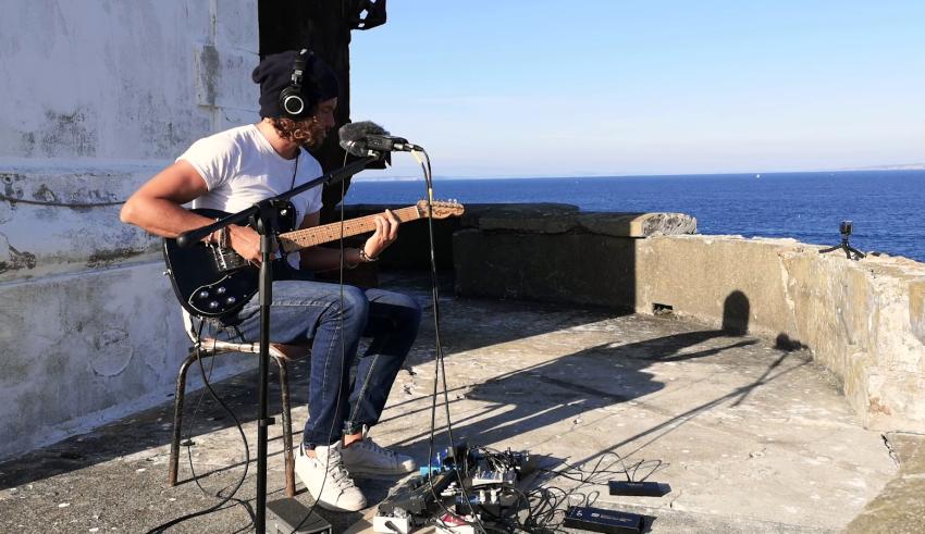 [Clip du jour] : Kwoon joue en session au Phare de Tevennec